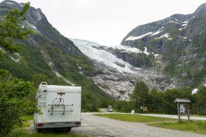 Área de descanso frente al glaciar Boyabreen