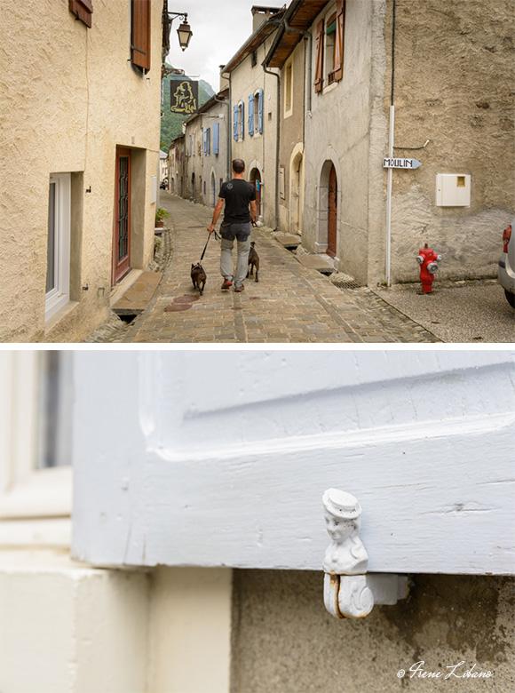 Paseando por las calles de Laruns y detalle de sujeción de una contraventana antigua