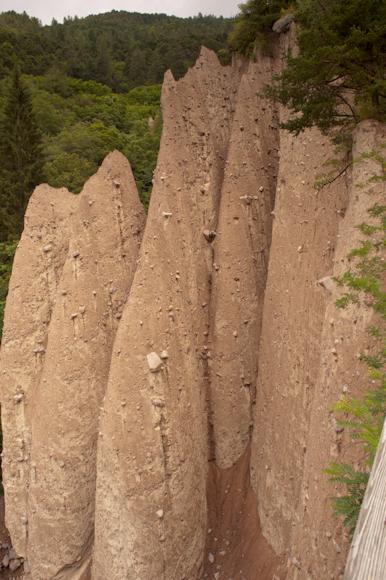 Pirámides de Sebonzano o Chimineas de las Hadas