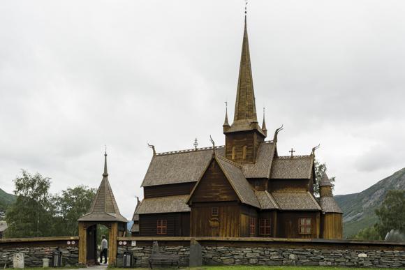 Iglesia de Lom