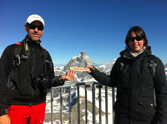 El famoso chocolate Toblerone que lleva la imagen y forma del Matterhorn