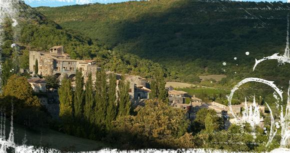 Vista de Aubignas desde el área de autocaravanas